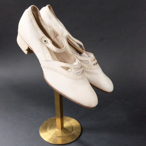 1920s White Mary Janes Poll-Parrot